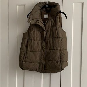 Old navy army green puffy vest womens